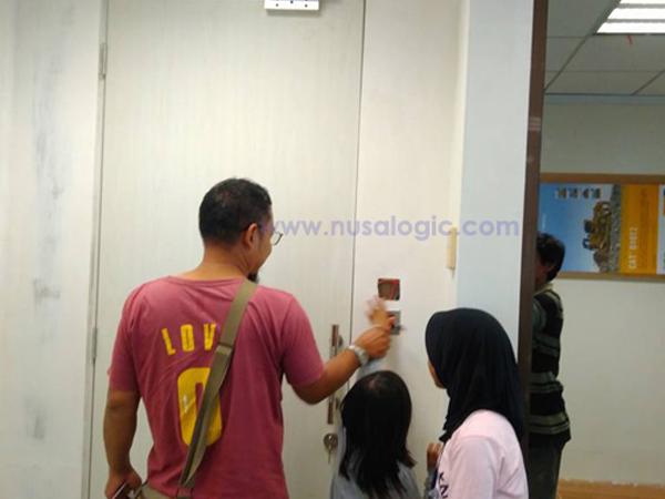Dokumentasi Instalasi Access Door di PT Macmahon Indonesia SCBD Jakarta