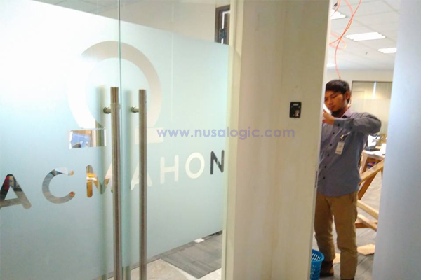 Instalasi Mesin Access Door dan Absensi Solution X401 di PT Macmahon Indonesia SCBD